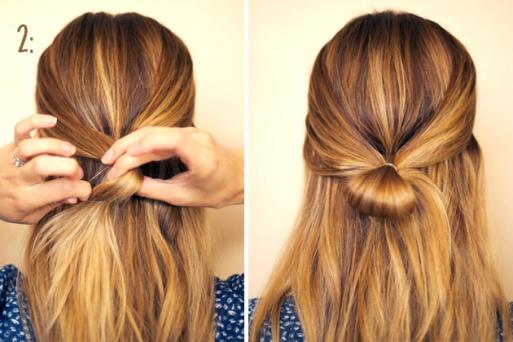 02) Amarre essas duas mechas, porém não deixe todo o cabelo passar pelo elástico.