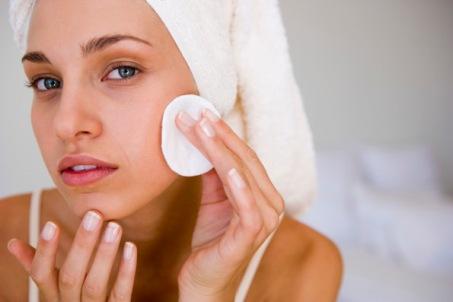 Como-limpar-a-pele-do-rosto-02