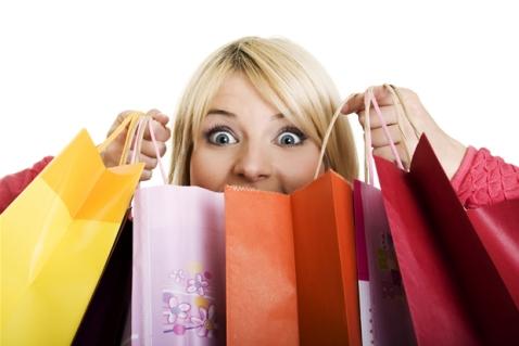 mulher-comprando-em-lojas-milmar