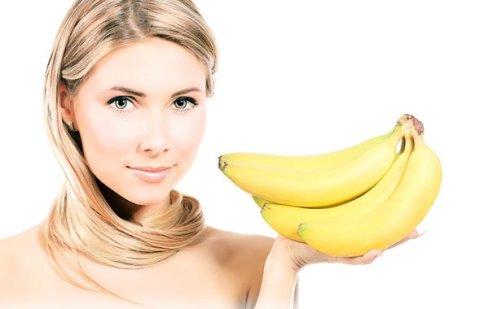 Bananas são ricas em fibra e potássio, o que pode auxiliar na perda de peso.